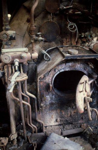 Η μαύρη τρύπα της ατμομηχανής. Εδώ ζούσε και ίδρωνε ο μηχανοδηγός μ' ένα φλυτζάνι καφέ μόνιμα στο χέρι.