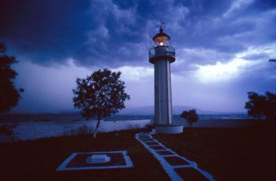 Για το φάρο Αντερο του Μαλλιακού, ο θρύλος λέει πως απέχει 1000 μίλια από την Κωνσταντινούπολη, εξ ου και το παρατσούκλι «Χιλιομίλι». Πρωτοφώτισε το 1890. Το ύψος του πύργου είναι 8 μ. και βρίσκεται μόλις 1,5 μ. πάνω από τη θάλασσα.