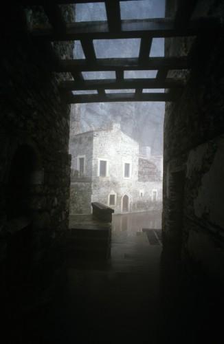 Τα στενά περάσματα και η ομίχλη εξάπτουν τη φαντασία και ο καθένας θα βρεί σ΄αυτήν τη γωνιά του κόσμου ό,τι αποζητούν τα μύχια της ψυχής του.